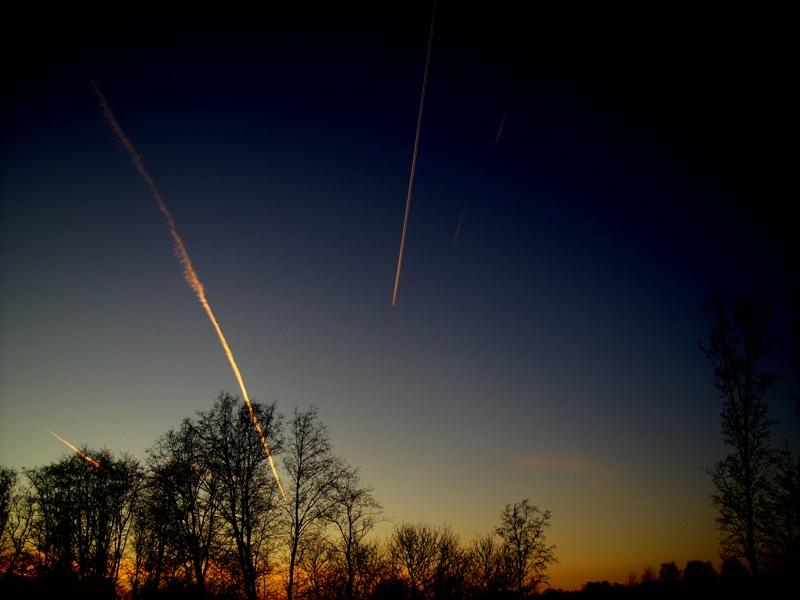 Почему параллельные прямые пересекаются в космосе